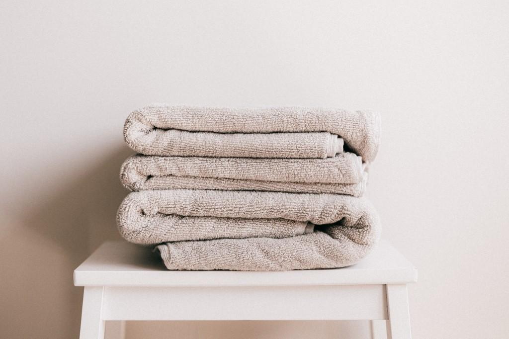 handdoeken opbergen kleine badkamer