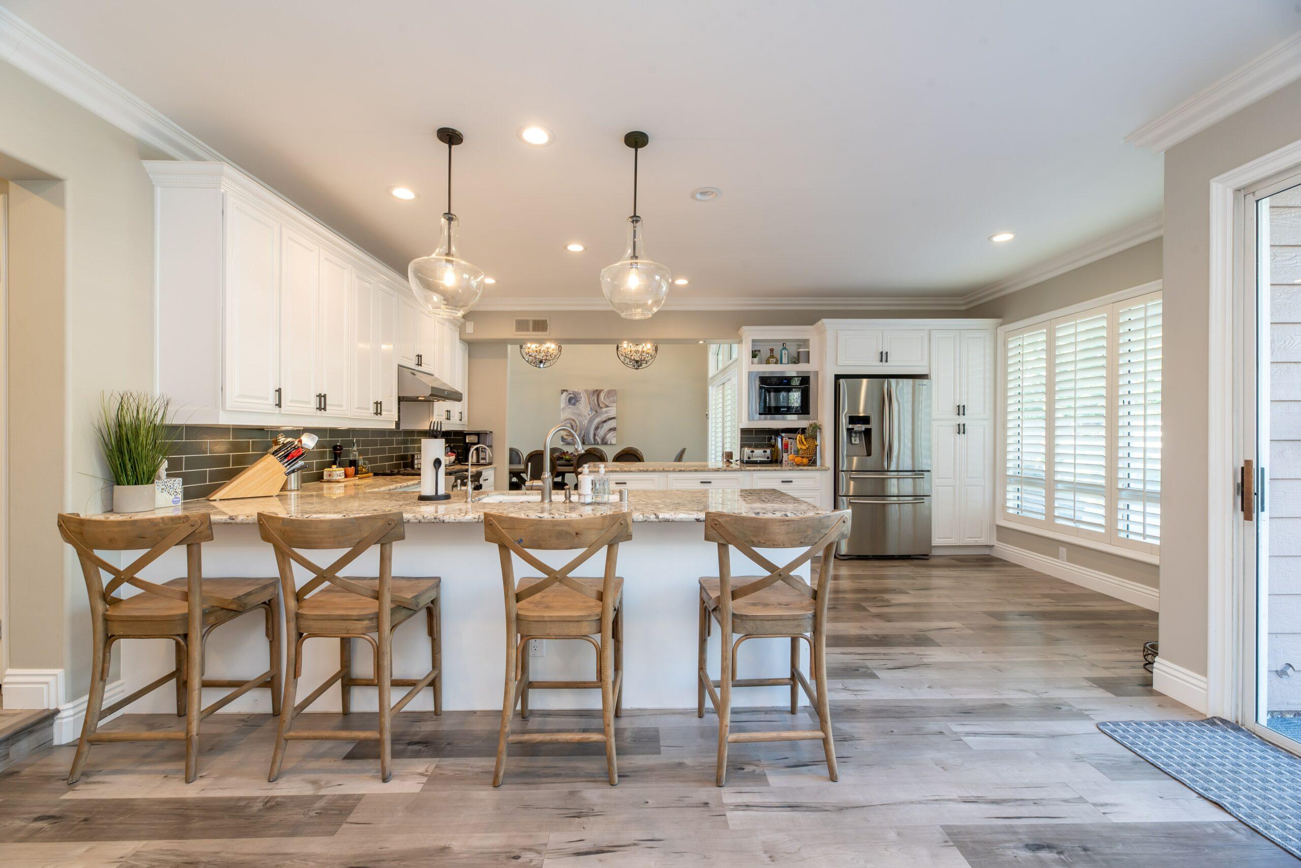 witte keuken gezellig inrichten